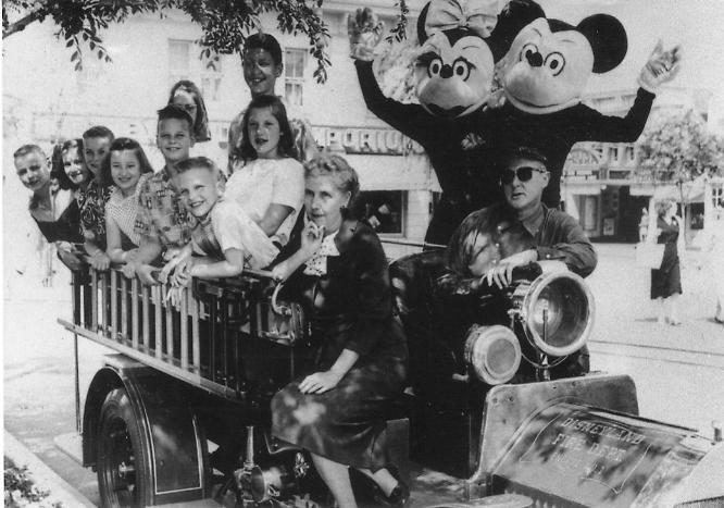 1958年 : ディズニー開園当時のプーさんが衝撃!それどころかミッキー ...